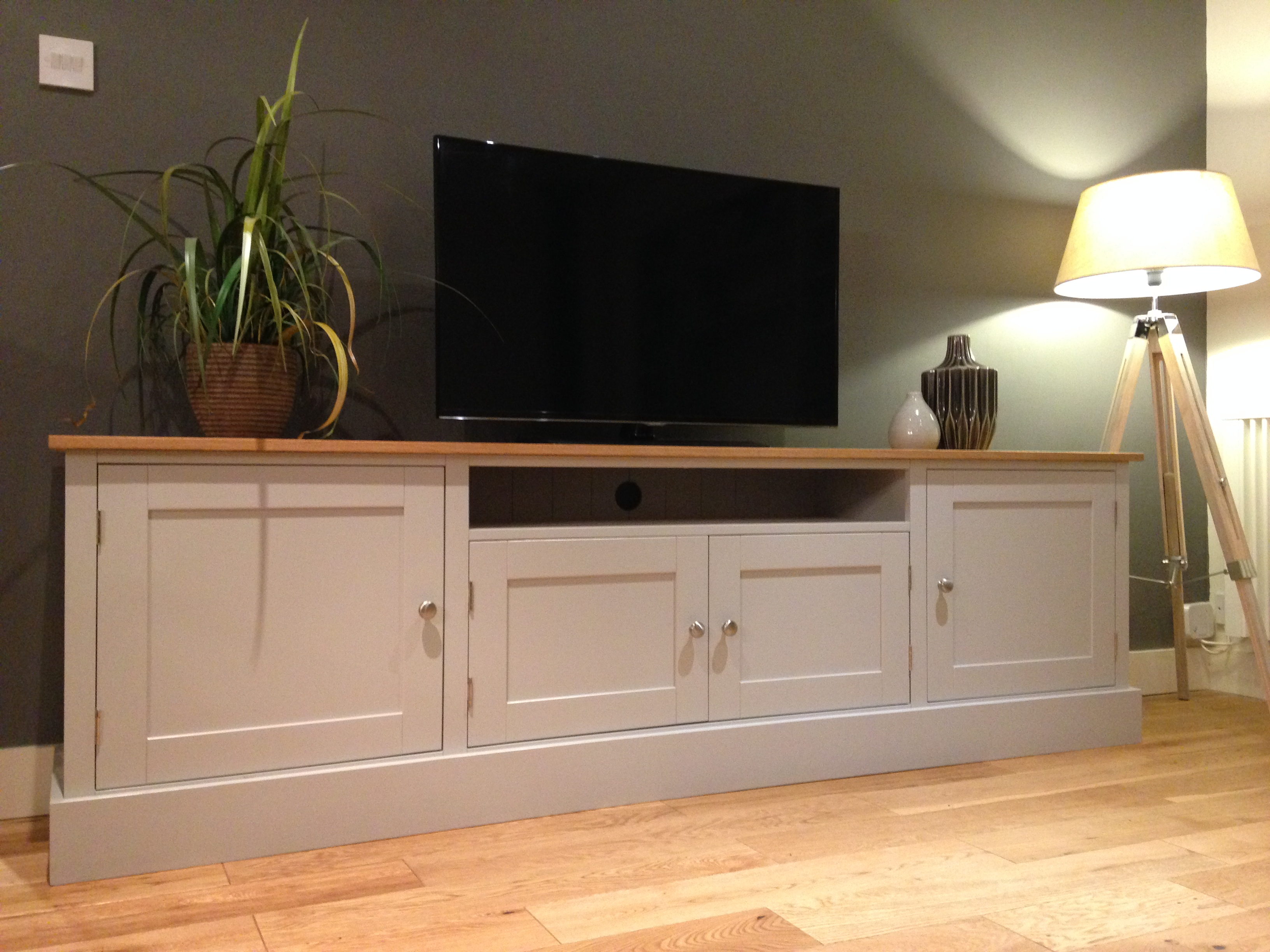 7FT SOLID PINE & OAK TV UNIT - NEST AT NUMBER 20